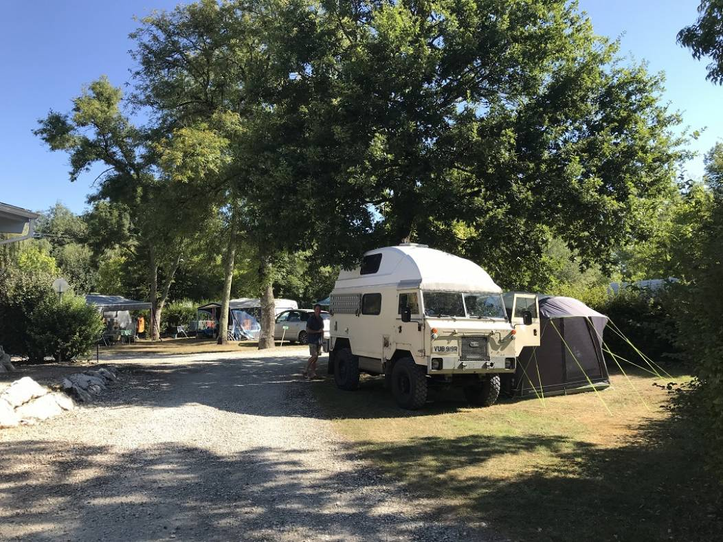 Camping-Cigaline-Montpon-camion-jeep