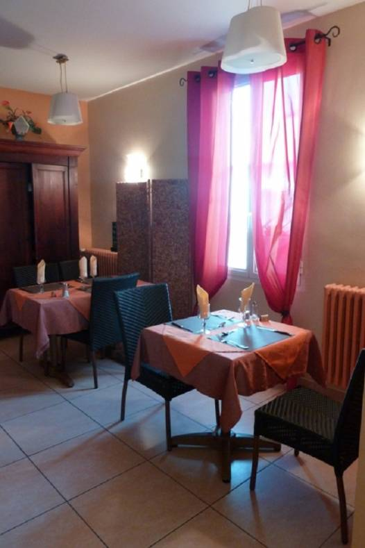 restaurant-le-caldero-montpon-salle-table-2