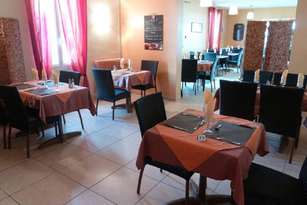 restaurant-le-caldero-montpon-salle-tables